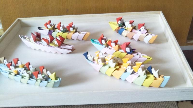 リリアン編みの船頭さん付き二艘舟