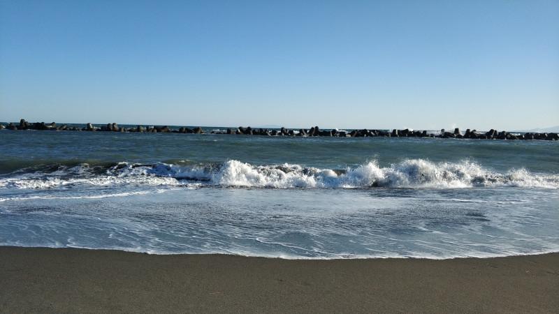 平塚海岸の波打ち際