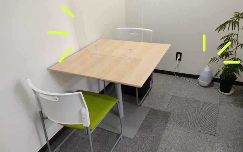 さがみ社会保険労務士法人横浜オフィスの打ち合わせ室