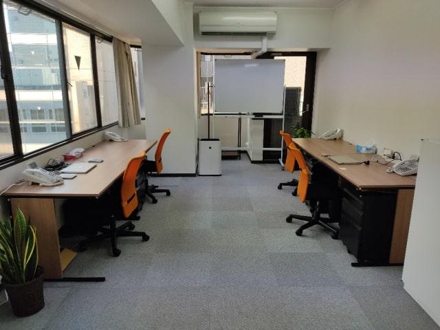 さがみ社会保険労務士法人 横浜オフィス執務室
